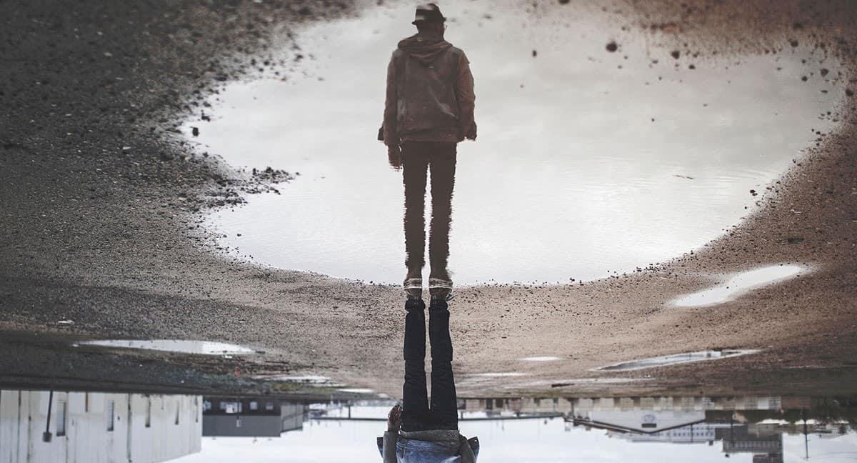 man utilising perception tricks to appear bigger